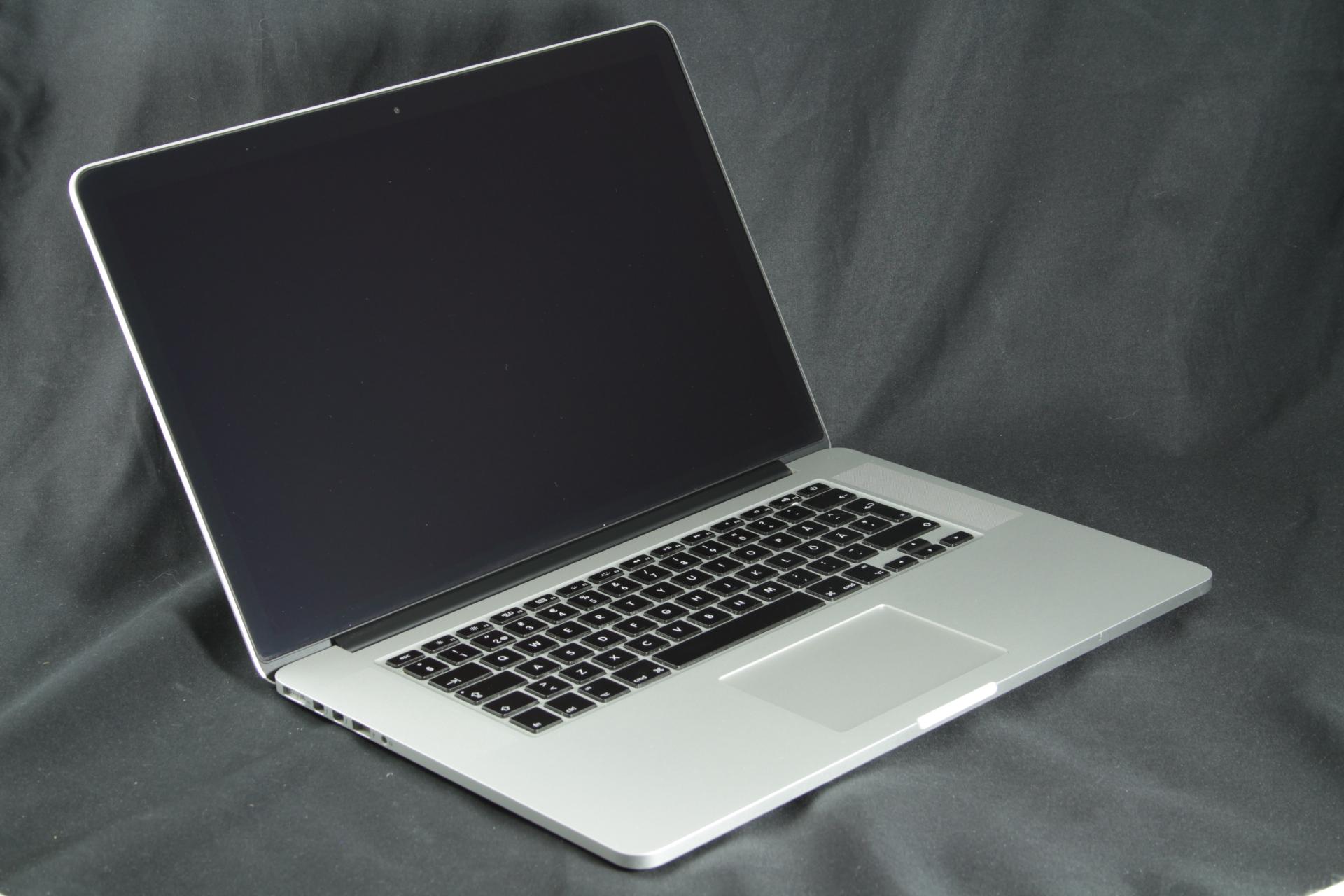 Käytetty Macbook Pro